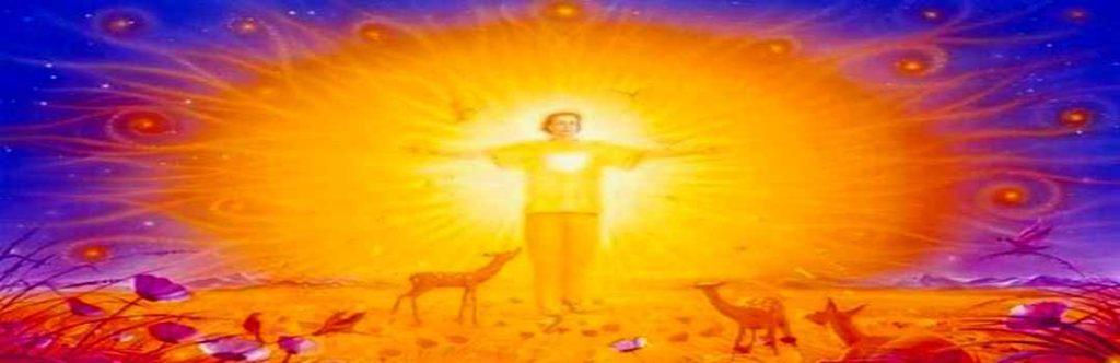 человек сияет духовной энергией